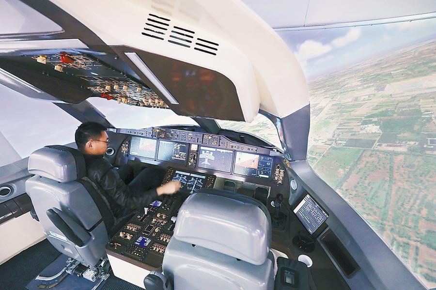 C919飛機飛行模擬機。(饒強攝)