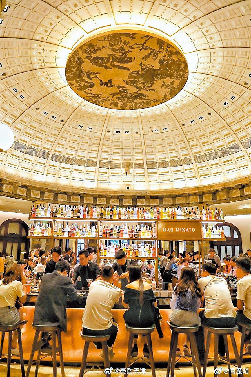 咖啡廳吸引許多民眾前往。