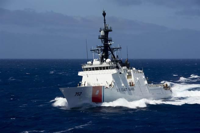 美國海警隊的史塔頓號巡邏船排水量4500噸,明顯噸位比大陸派出的2901艦小了一半。(圖/環球網)