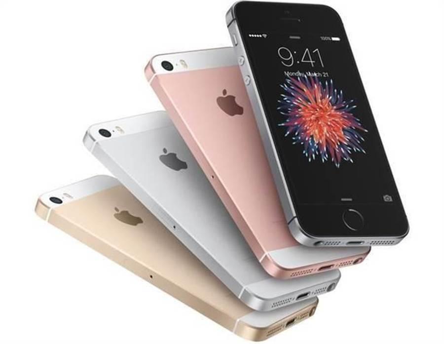 蘋果在 2016 年三月份推出 iPhone SE。(摘摘蘋果官網)
