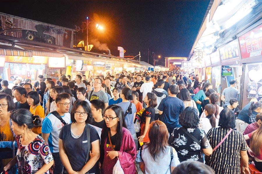 其中東部及南部成效最佳,花蓮東大門夜市排名第一,已回收10萬張,未來將再發出400萬張抵用券。(本報資料照)
