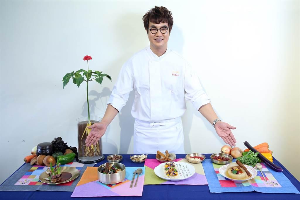 國際名廚孫榮現場展示高麗蔘牛肉捲、韓式高麗蔘雞湯、高麗蔘南瓜燉飯與高麗蔘川貝燉梨等四道秋冬季人氣養生料理。(台灣食品保護協會提供)