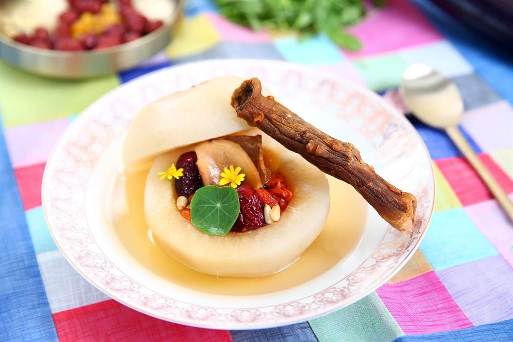 節氣養生料理推薦高麗蔘川貝燉梨。(台灣食品保護協會提供)