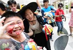 喪屍闖入台東縣議會 議長吳秀華扮女巫迎接