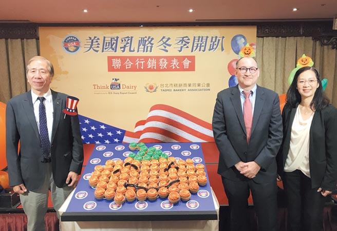 台北市糕餅公會理事長暨阿默企業董事長周正訓認為,「外送經濟」將大幅改變餐飲及烘焙業的樣貌,阿默蛋糕也在評估加入外送平台。圖/劉馥瑜