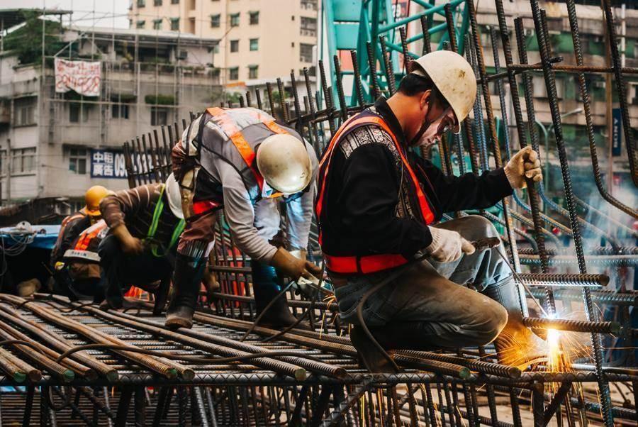 新制勞退大賺,明年每人勞工有望分紅2.7萬。(資料照)