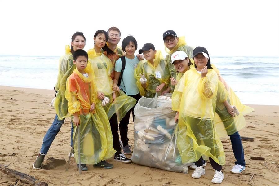 經過POP Radio淨灘,龍門沙灘的垃圾減少許多。(POP Radio提供)