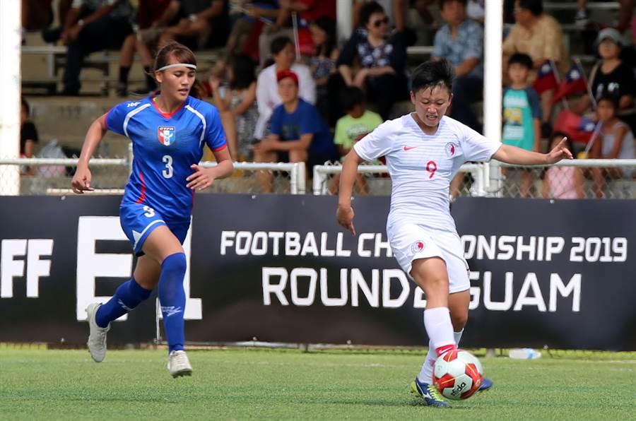 中華女足遞補北韓參加東亞4強決賽,圖為中華隊去年在這項賽事的複賽遭遇中國大陸。(中華足協提供/李弘斌傳真)