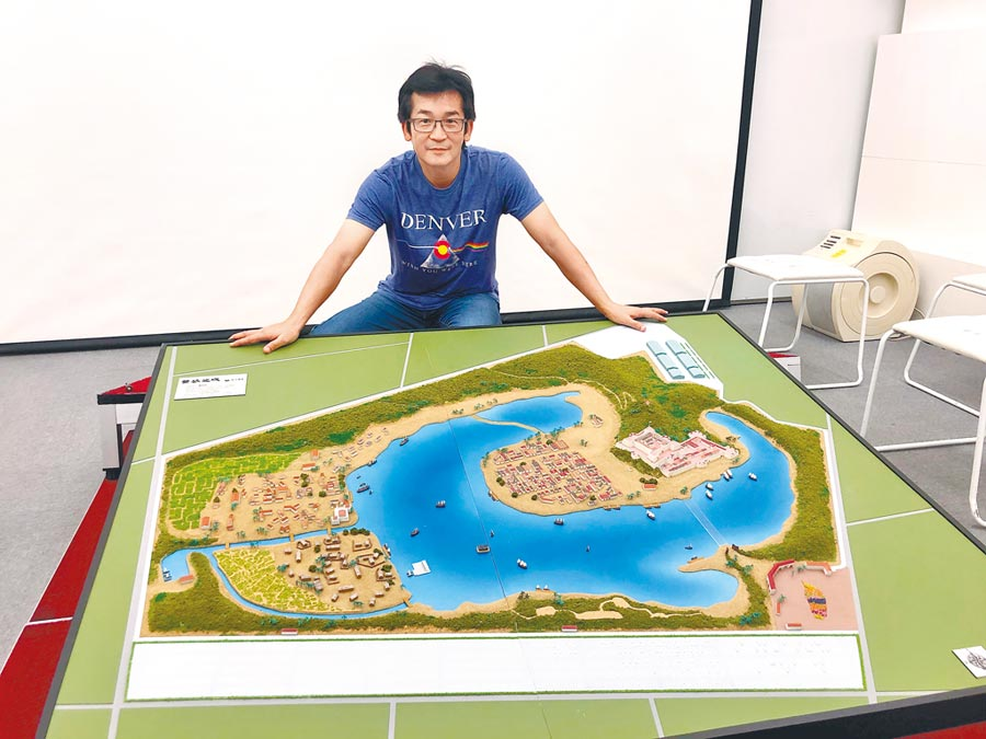 導演魏德聖介紹「豐盛之城」歷史文化體驗園區的規畫。(熱蘭遮股份有限公司提供)