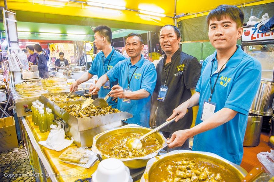 澳門於2017年評定為創意城市美食之都,也陸續舉辦美食節吸引觀光客。(澳門旅遊局提供)