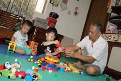 超級「保爸」黃永坤 16年收托17孫