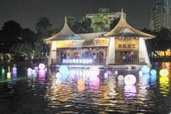 台灣燈會倒數 湖心亭水燈夜間璀璨