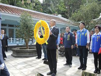 韓國瑜慈湖謁陵 百歲榮民激動落淚