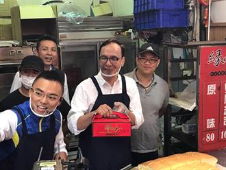 輔選洪孟楷 朱立倫變身蛋糕店老闆