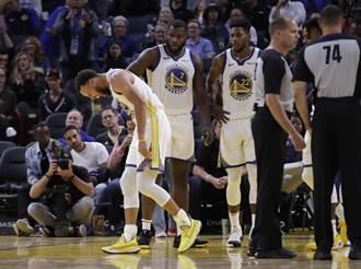 NBA》柯瑞左手骨折!勇士輸球又失大將