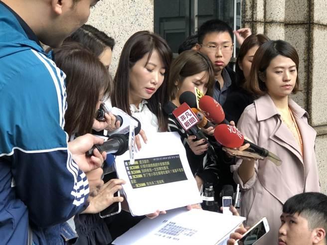蔡沁瑜31日上午赴刑事局提告。(林郁平攝)