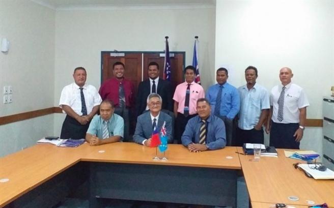 我駐吐瓦魯大使蘇仁崇9月與吐瓦魯新總理那塔諾及內閣全員會面。(取自吐瓦魯大使館推特)