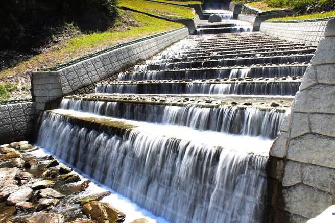 必坦溪崁石階段具有消能效果,可調控山洪急流。(東勢林管處提供/王文吉台中傳真)