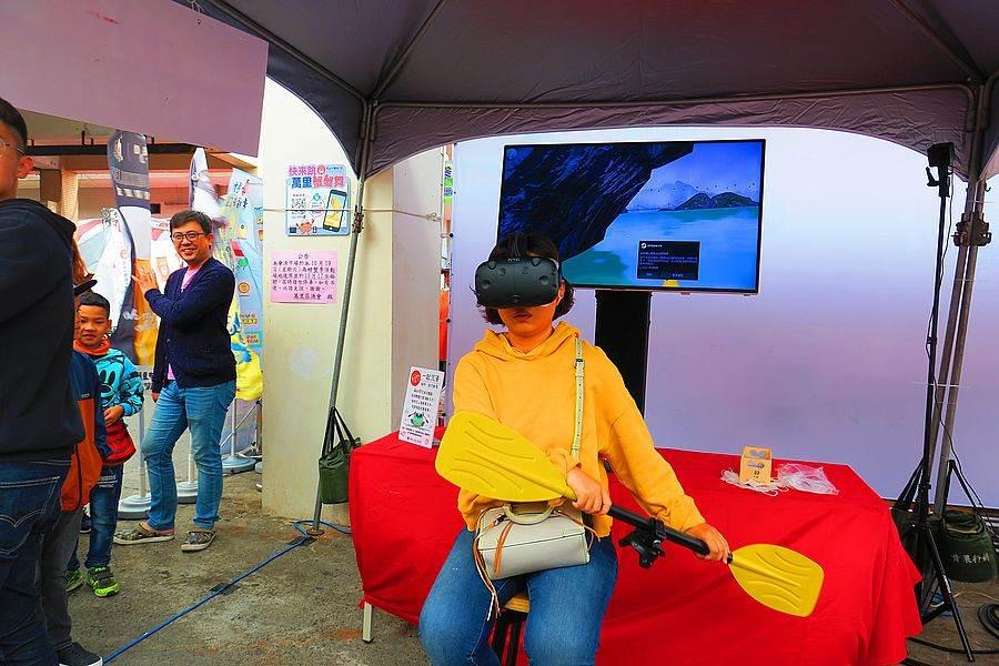 「VR 虛擬實境划船」,陸上行舟非夢事。(圖取自新北市漁業處官網)
