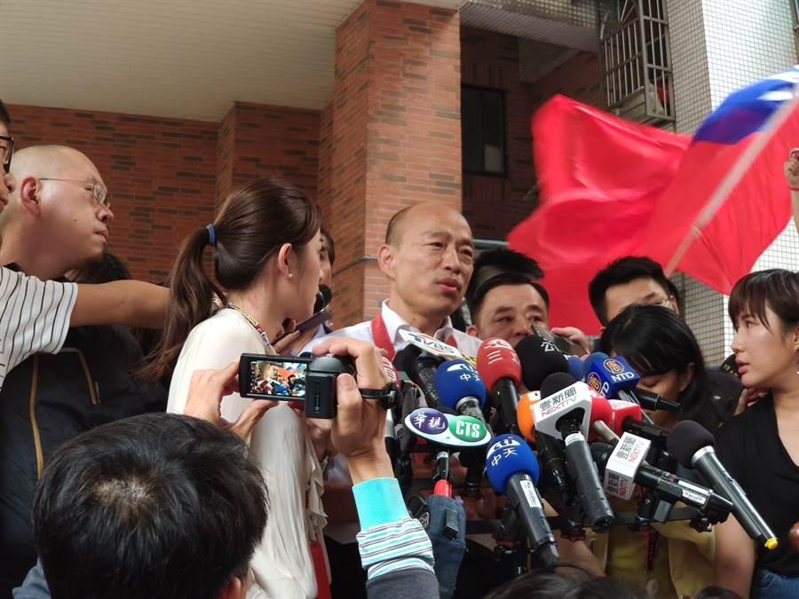 有名嘴說韓國瑜打破酒瓶刺人,韓國瑜說已委請律師提告。(賴佑維攝)