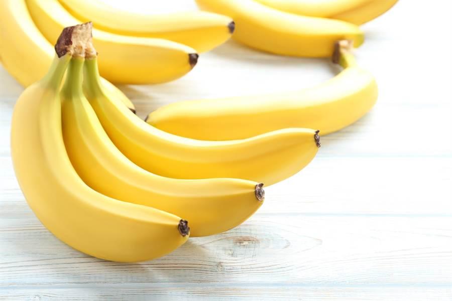吃香蕉的好處多多,除了能幫助肌肉收縮、平衡電解值、幫助消化和降低心臟病風險之外,還有助於腎臟健康。(圖/達志影像)