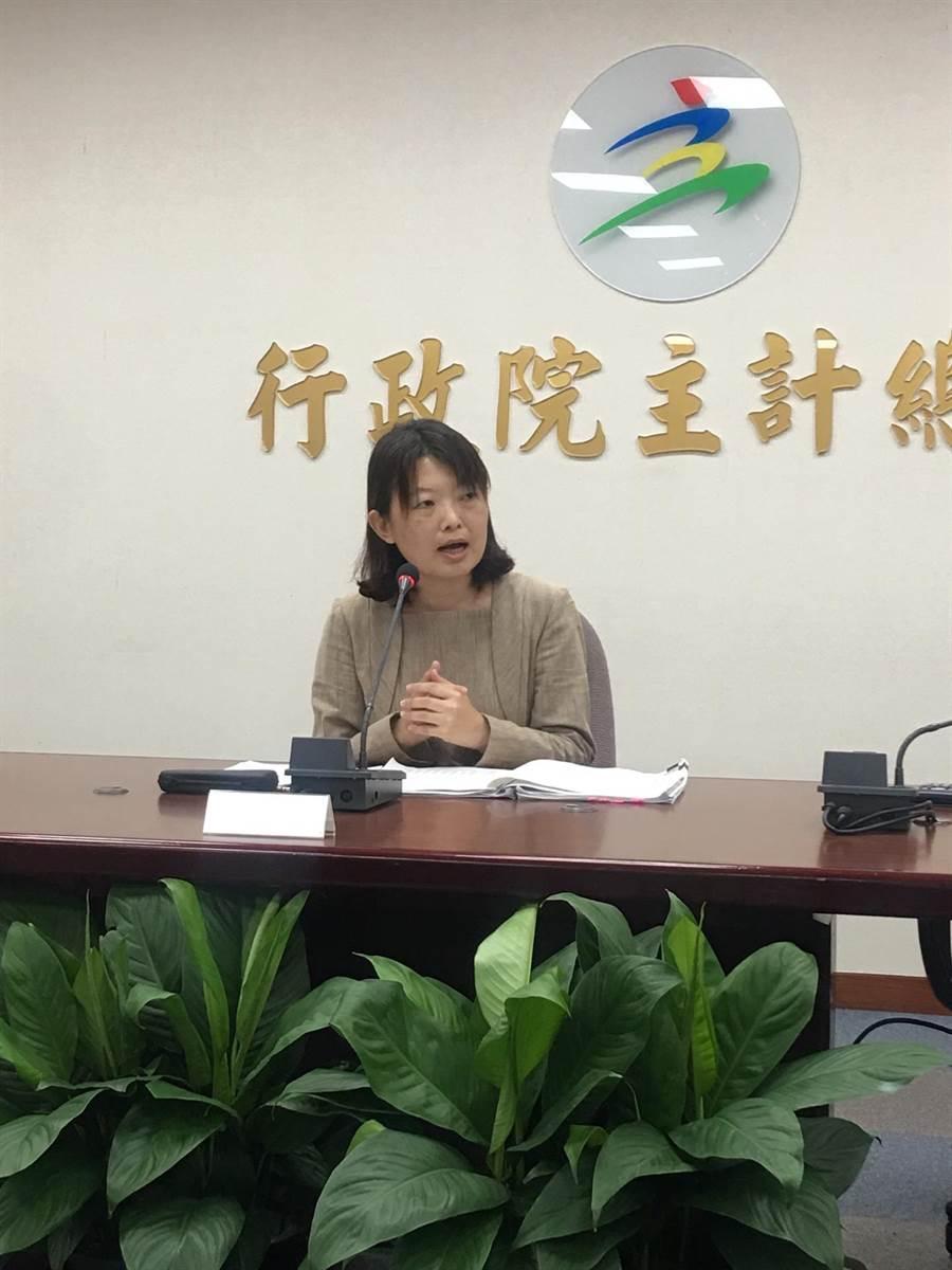 主計總處綜合統計處專門委員陳雅玫表示,Q3經濟成長率上修至2.91%,全年同步上調至2.53%。(洪凱音攝影)