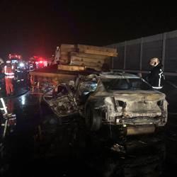 國三火燒車 追撞拖板車 轎車駕駛燒成焦屍
