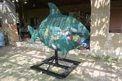 海洋垃圾成裝置藝術 「海廢魚」2日龍鳳漁港亮相