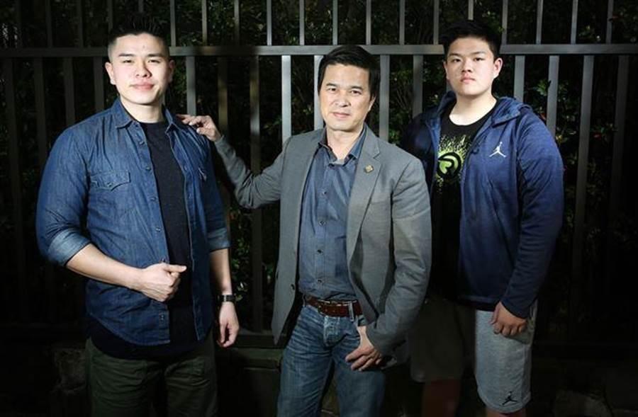 李興文長子李堉睿(左一)去年底惹出大麻風波。(圖/本報系資料照)