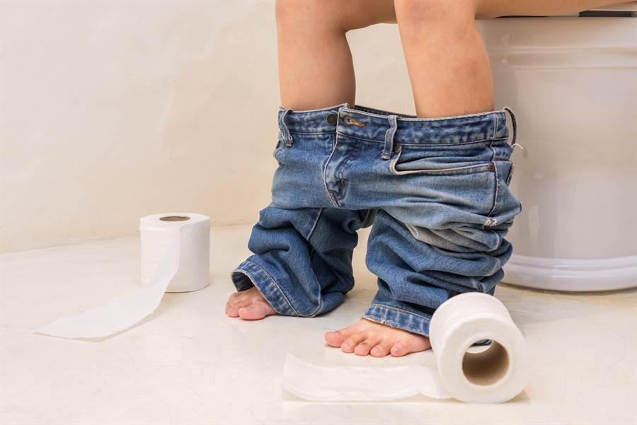 公司每早廁所都爆滿,網神算出,上班如廁的驚人效益。(圖/達志影像)