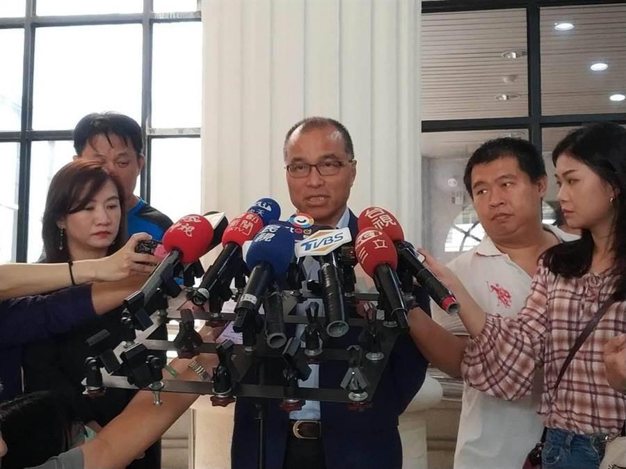 對於議會藍綠衝突,高雄巿副巿長葉匡時1日表示,巿長韓國瑜知道,也表達遺憾。(曹明正攝)