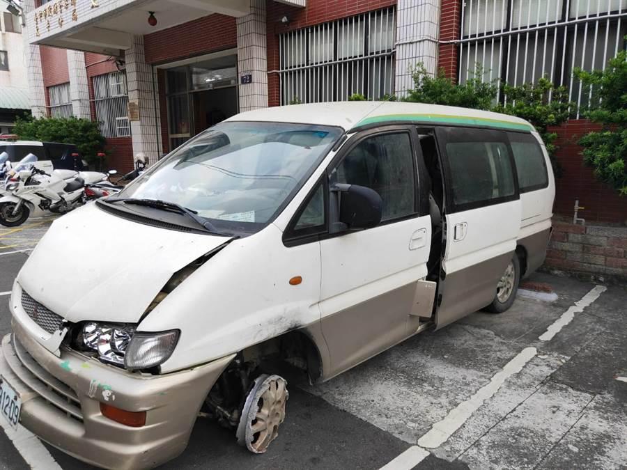 涉及肇逃的就是這輛失竊的白色廂型車。(馮惠宜攝)