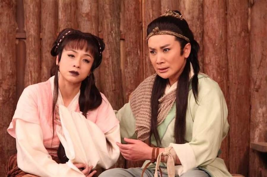 陳怡真與陳亞蘭劇中互相傾訴彼此情意。麗生百合提供