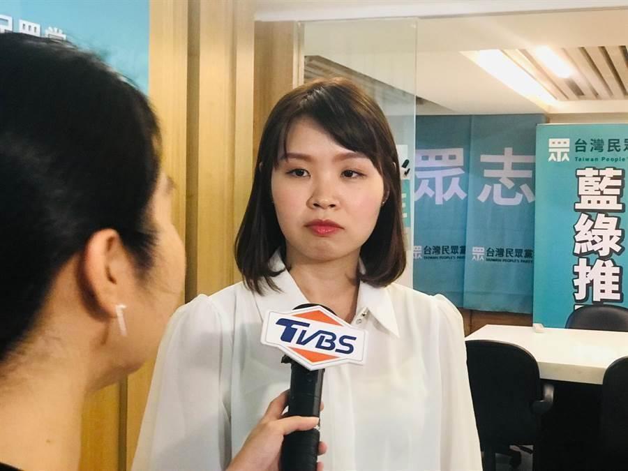 民進黨新北市議員李余典的女兒李旻蔚,退出民進黨並披掛台灣民眾黨戰袍,挑戰三重區立委余天。(張穎齊攝)