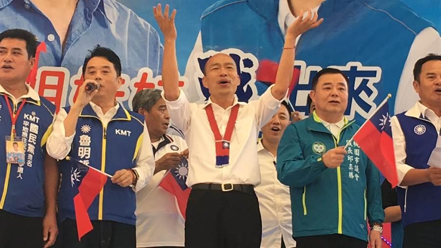 韓國瑜提出補助就學貸款遭教育部酸,他怒批教育部不相信台灣學生。(甘嘉雯攝)