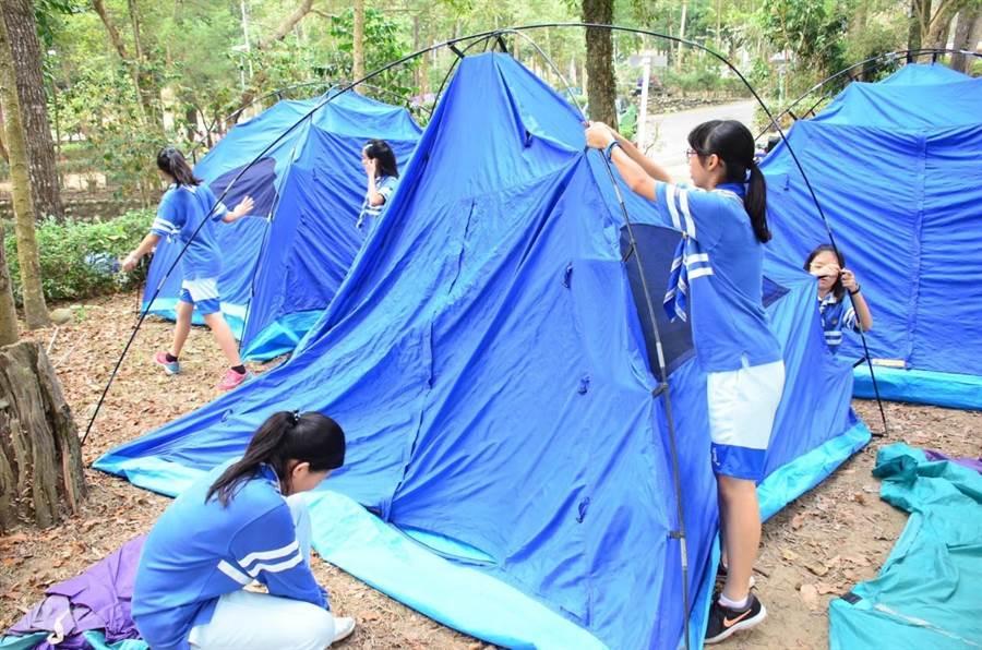 台中市北新國中承辦1、2日兩天在大坑中正露營區舉行童軍全能晉級考驗營。(台中市政府教育局提供/陳世宗台中傳真)