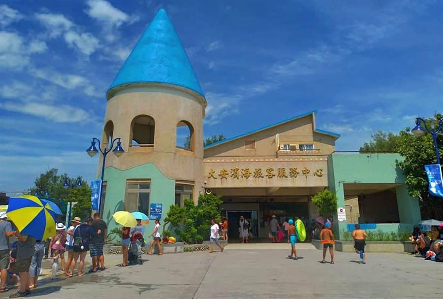 大安濱海露營區招商除有3層樓遊客服務中心空間,還提供多樣化休閒遊憩服務機能。(台中市政府觀光旅遊局提供/陳世宗台中傳真)
