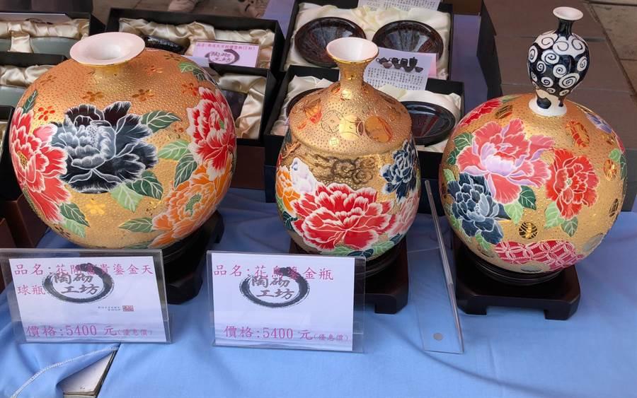 更生市集展售精美的陶藝製品。(李金生攝)
