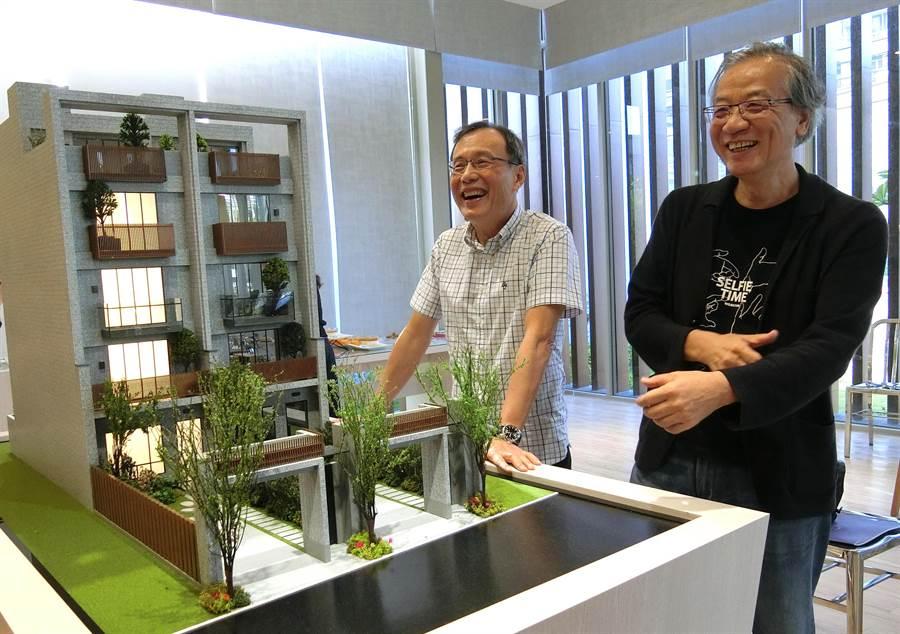 元謙建設總經理林憲廷(左)、建築師許榮江打造「NEW漾」透天別墅建案,近1500坪完整基地,位居台中都會雙核心之一的沙鹿市區。(盧金足攝)