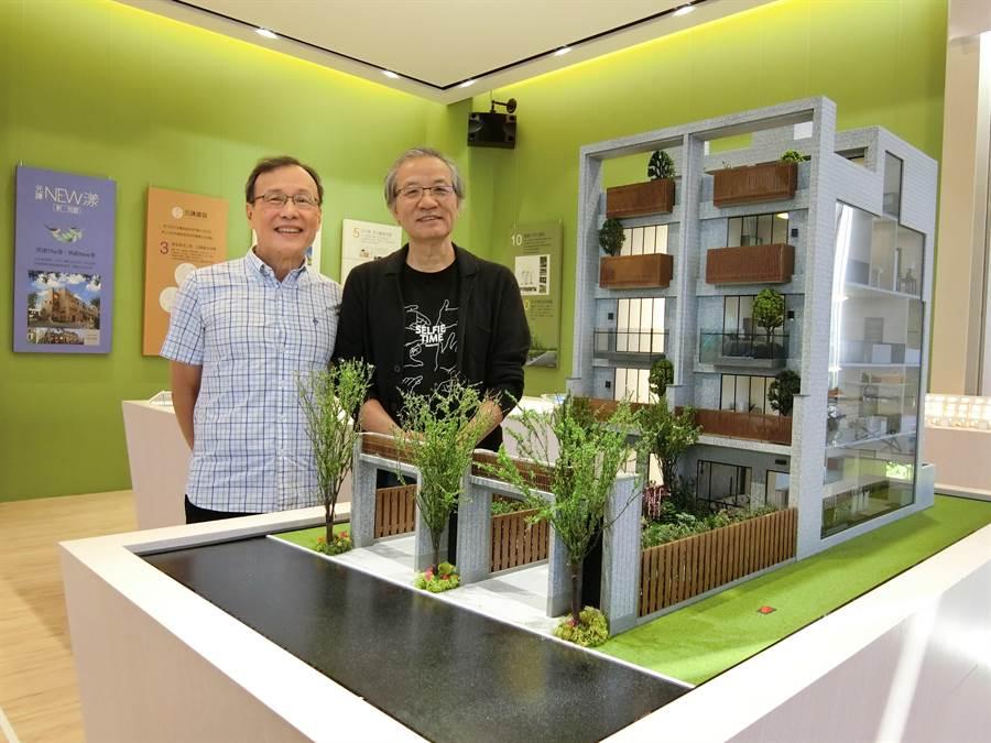 元謙建設總經理林憲廷(左)、建築師許榮江表示,「NEW漾新˙別墅」 戶戶都有一片至少10坪以上的大院落,除了停車空間,還有足夠的庭園讓住戶享受更大的戶外空間。(盧金足攝)
