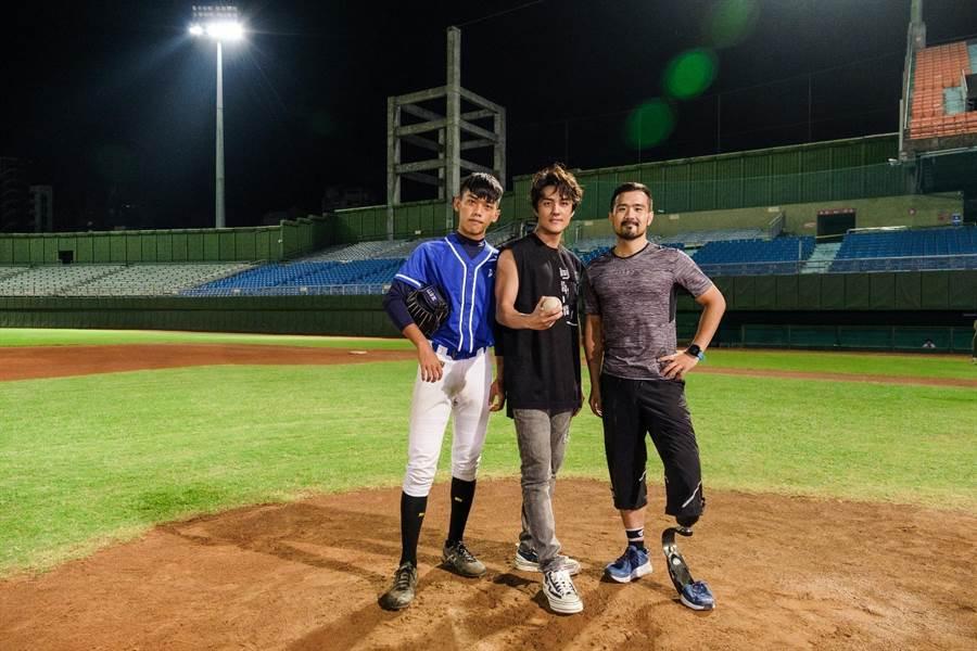 〈後勁〉正式版MV中,王牌投手王建民、吳克群、少棒選手與身障跑者的畫面,彷彿為每一個在夢想上努力的人們守候、打氣。(何樂音樂提供)