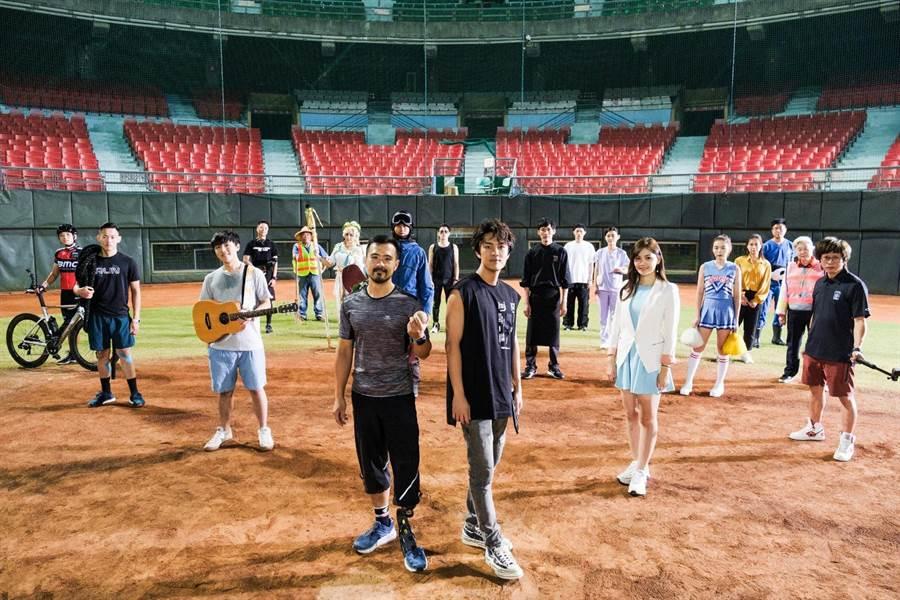 〈後勁〉正式版MV由知名導演胡瑞財操刀拍攝,與吳克群共同發想充滿熱血與感動的故事。(何樂音樂提供)