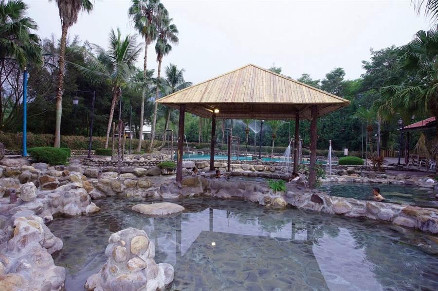 園方溫泉來自合歡山的聖泉。(泰雅渡假村提供/張晉銘南投傳真)
