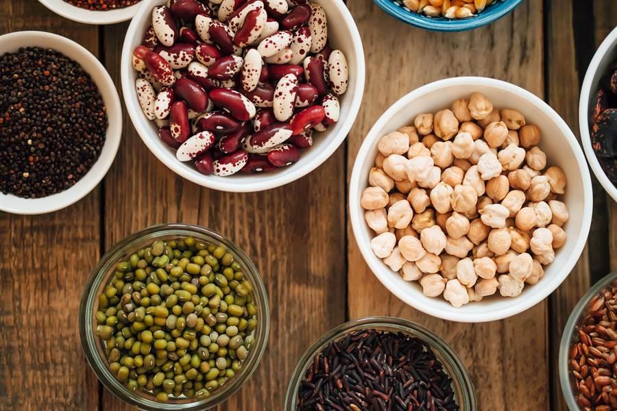 大多數的豆類都含有豐富的膳食纖維,能幫助大便。(圖/達志影像)