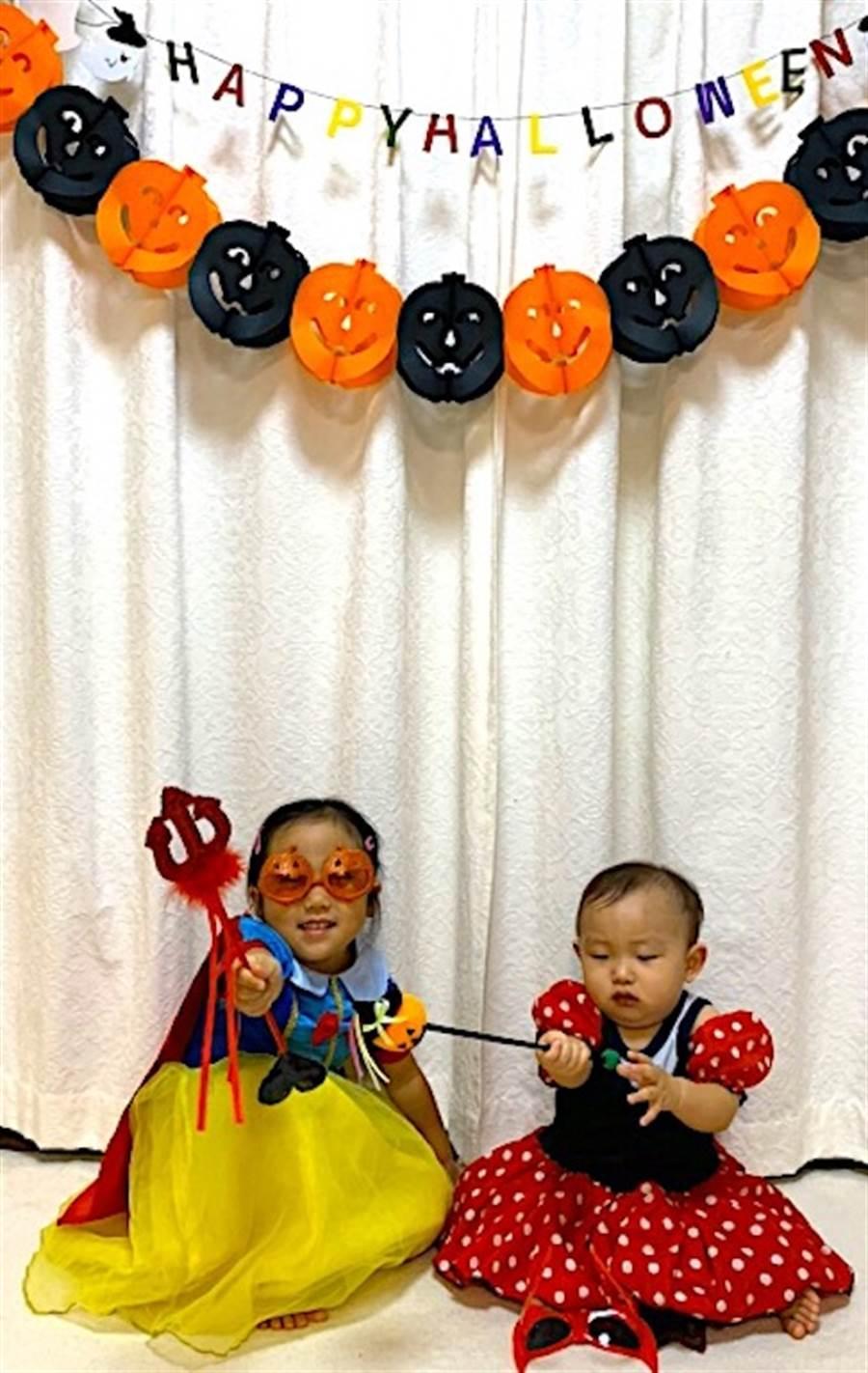 日本姊弟過萬聖節。(日本友人提供)