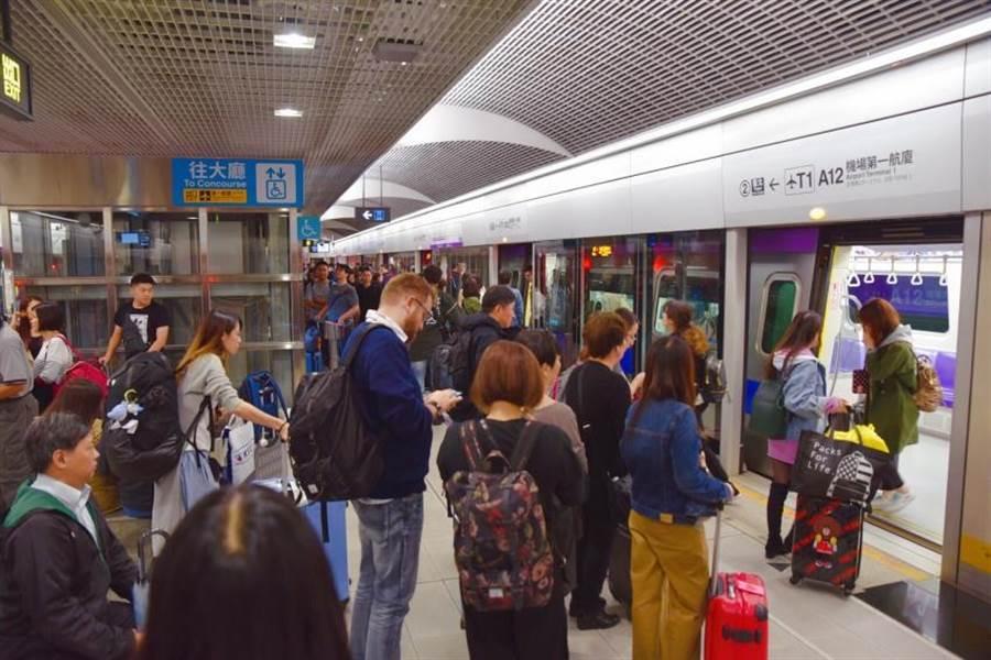 桃捷公司為提高機場捷運使用率,去年起推出一系列降價措施,讓整體運量大幅提升。(桃捷公司提供/邱立雅桃園傳真)