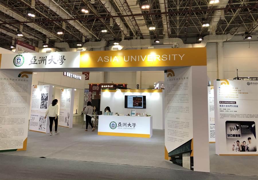 亞洲大學一如歷屆,持續參加廈門文博會,將學生作品推介出去。(王雅芬攝影)