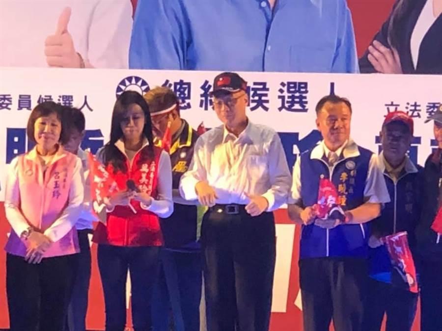 國民黨主席吳敦義喊出2020立委席次要過半,要贏得60席次。(呂筱蟬攝)