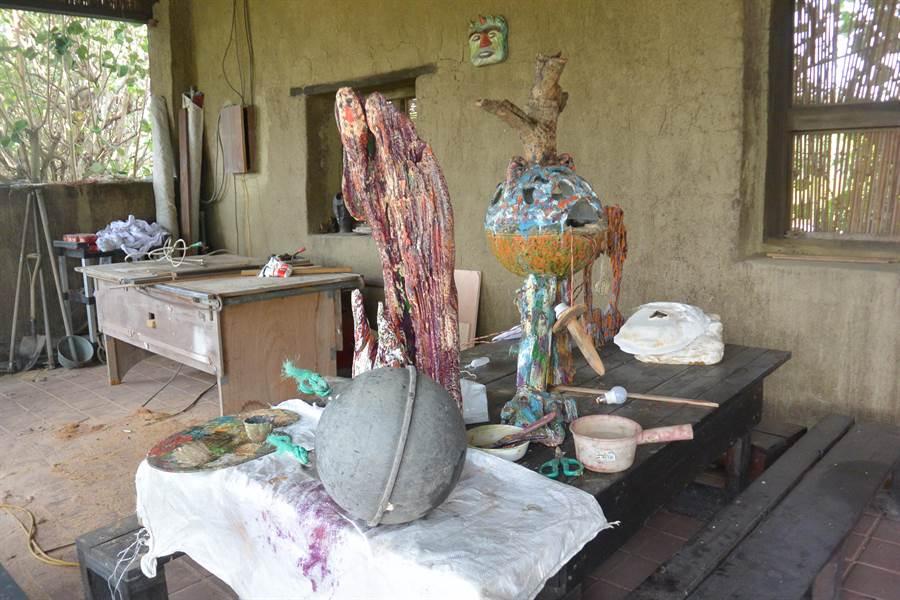 利用廢棄浮球製成的裝置藝術,將於竹南龍鳳漁港展出。(巫靜婷攝)
