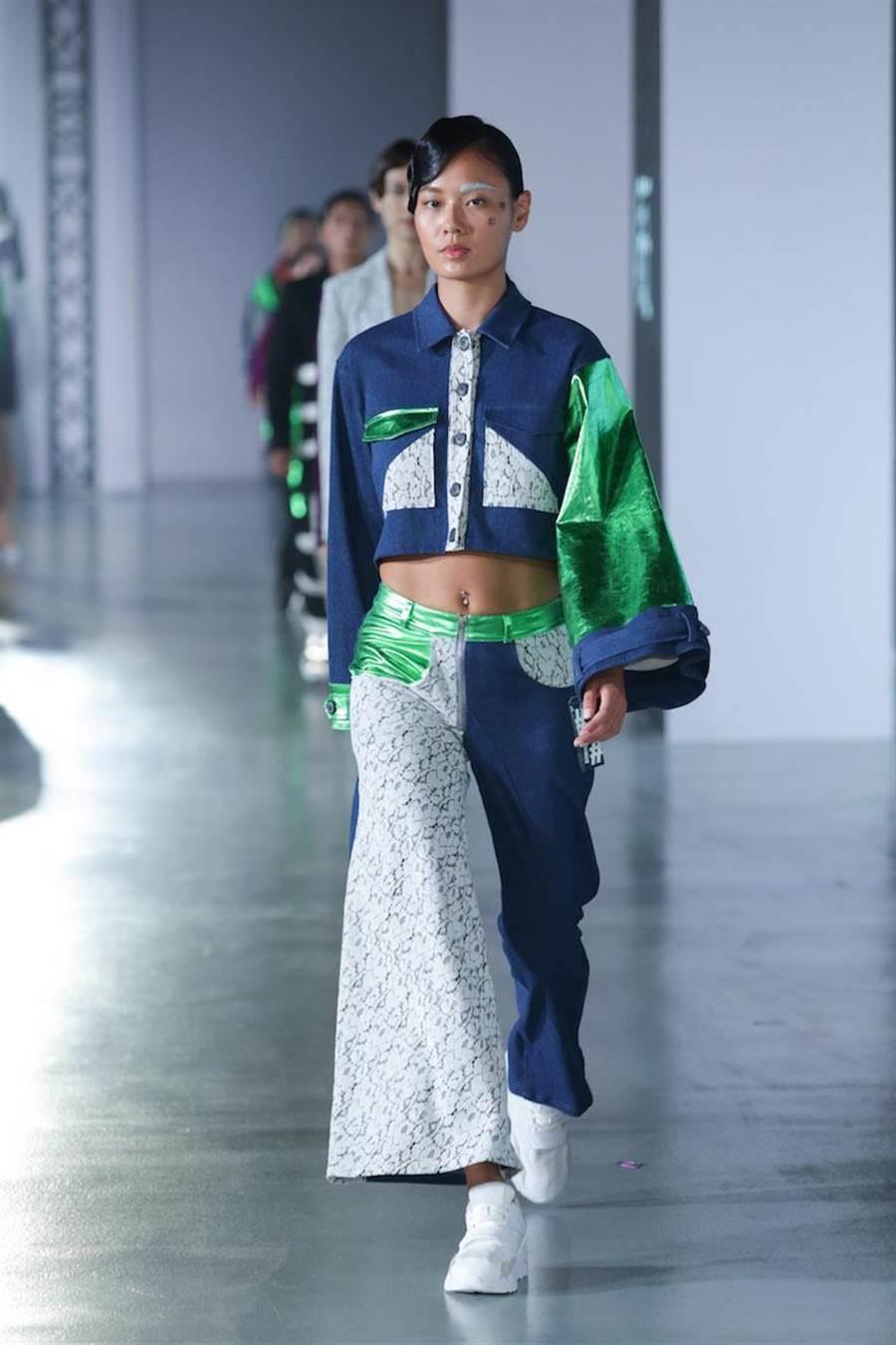 王麗雅展現#DAMUR的解構精神,每件衣服都是在為大眾發聲。(伊林提供)